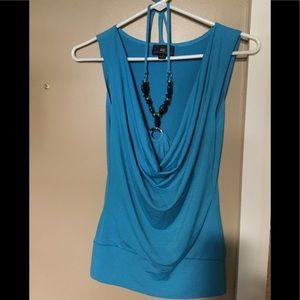 Necklace tie shirt with banded bottom